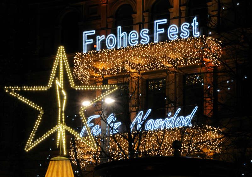Weihnachtsbilder Hamburg.4677 1395 Lichterdekoration Zu Weihnachtszeit An Einer Hausfassade
