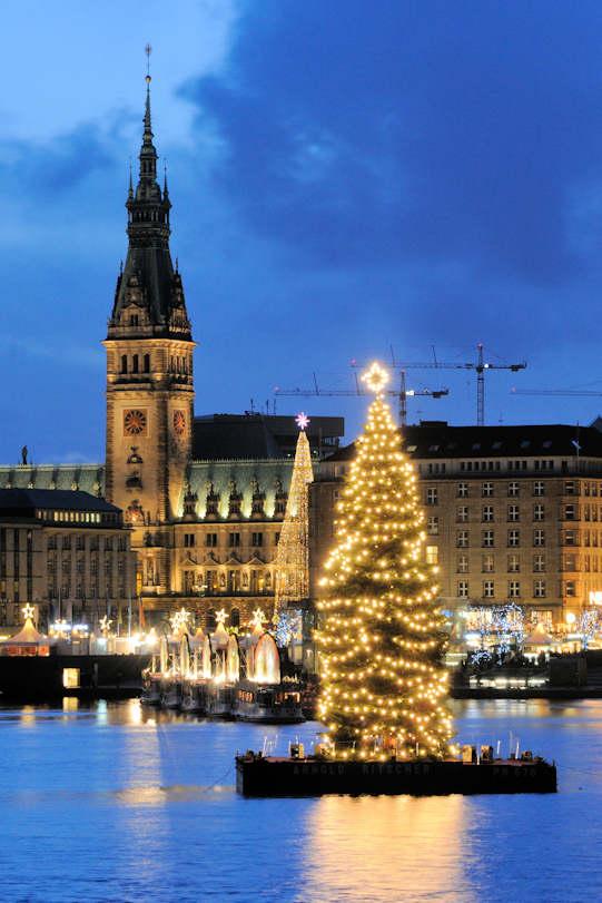 Hamburg Tannenbaum.0043 1284 Beleuchteter Weihnachtsbaum Auf Der Alster Alstertanne