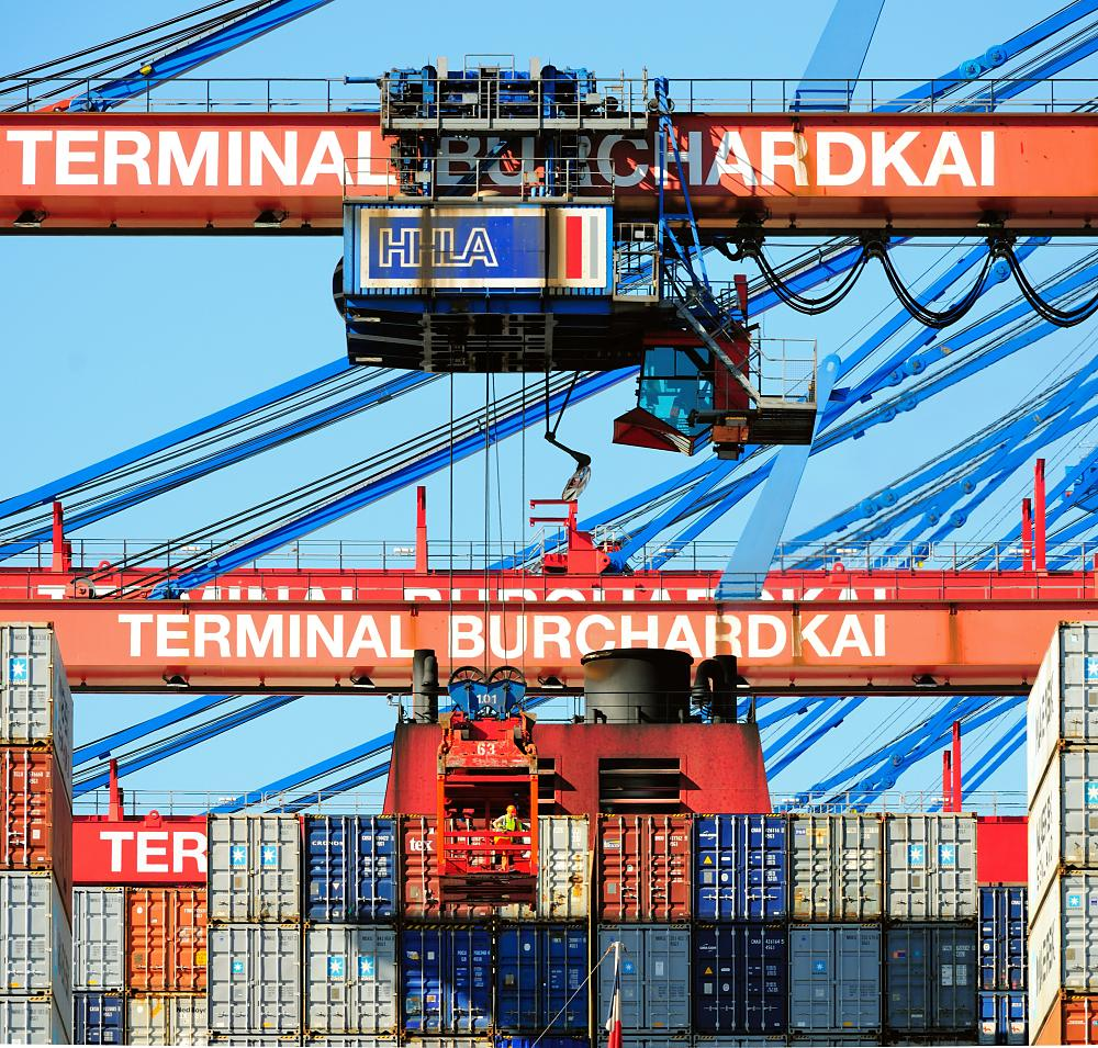 1688_1086 Containerbrücke am Container Terminal Burchardkai im Hafen Hamburgs. | Container Terminal Burchardkai CTB