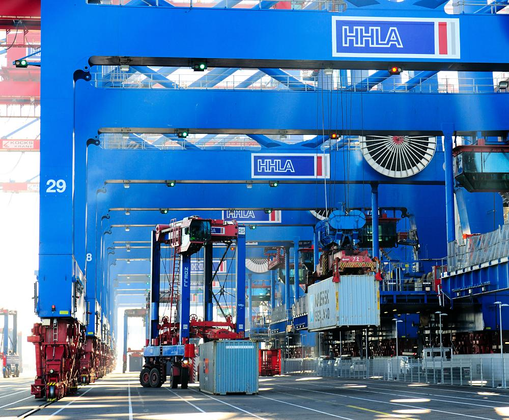 3385_0922 Die Ladung der CMA CGM CHRISTOPHE COLOMB wird gelöscht - Container an Land. | Container Terminal Burchardkai CTB