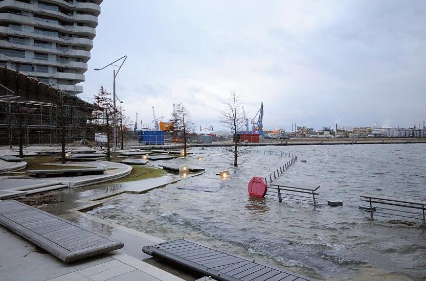 9144_0937 Die Marco Polo Terrassen in der Hafencity stehen unter ...