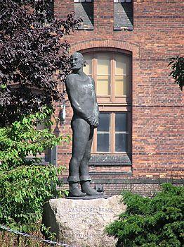 http://www.bildarchiv-hamburg.de/hamburg/denkmal/claus_stoertebeker/stoertebeker_1/011_14054_stoertebeker_denkmal_hamburg.jpg