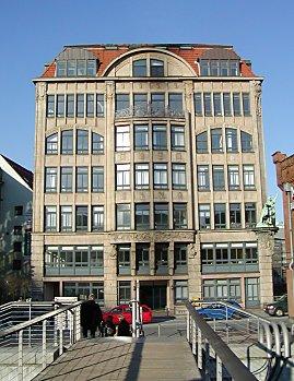 Pin von haus moderne m bel landschaft moderner architektur for Modernes haus hamburg