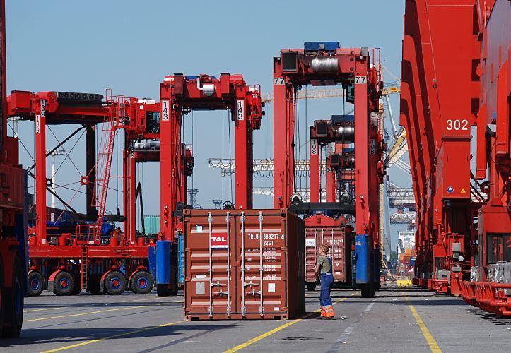 bilder vom containerhafen hamburg fotos vom athabaskakai am terminal burchardkai bilder von. Black Bedroom Furniture Sets. Home Design Ideas