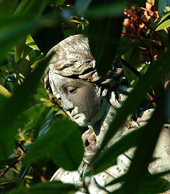 fotos von skulpturen engel auf dem friedhof ohlsdorf. Black Bedroom Furniture Sets. Home Design Ideas