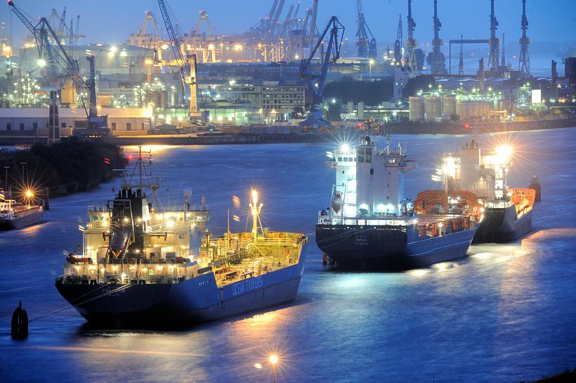 6007 Beginnende Nacht im Hamburger Hafen - Blaue Stunde