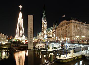 weihnachtsmarkt vor dem hamburg rathaus bilder. Black Bedroom Furniture Sets. Home Design Ideas